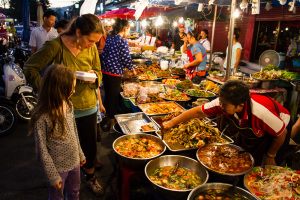 Marché du samedi soir, porte de Chiang Mai, Chiang Mai